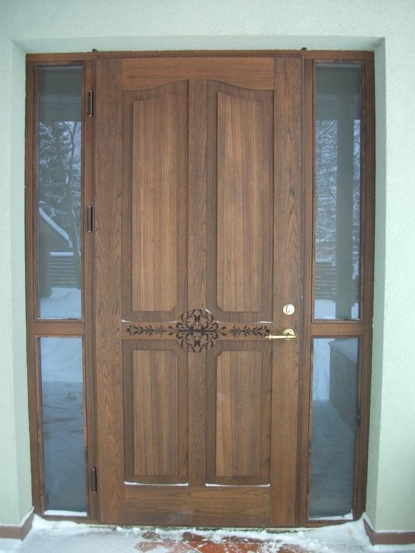 Medinės lauko durys